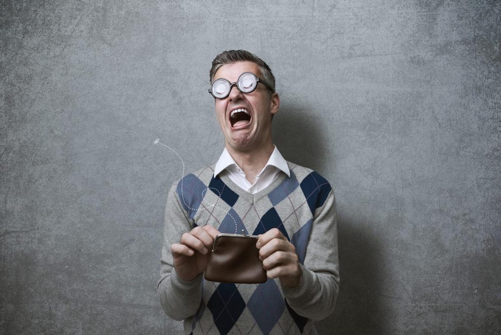 Homepage Baukasten Risiken - Mann ist verzweifelt weil er Geld verloren hat.