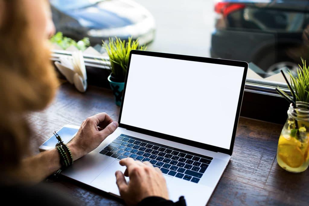 Welche Inhalte sollst du veröffentlichen? Leerer Bildschirm als Sinnbild